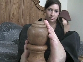 Brunette Alyssa Shows Off Her Bare Feet