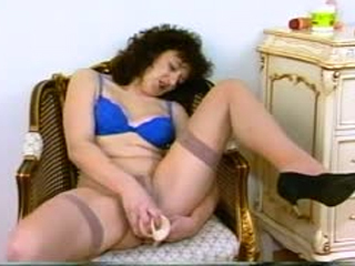 Good Looking MILF Toying Her Soaked Pussy