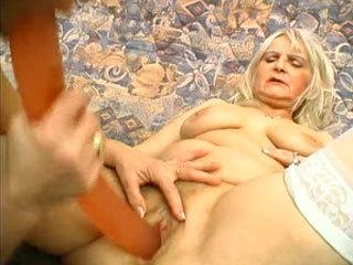 Две Бабушки Трахаются С Игрушкой