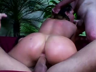 Lauren Phoenix gets her pussy and asshole fucked at the same time