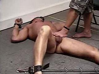 Couple Utilise Un Esclave Masculin