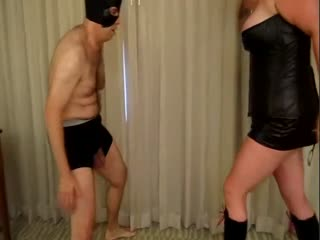 QueenKitty Loves Ballbusting