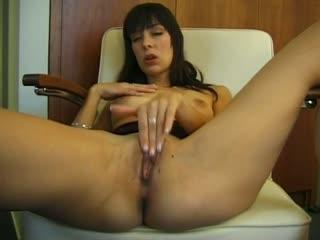 Amateur Brunette Rubs Her Twat