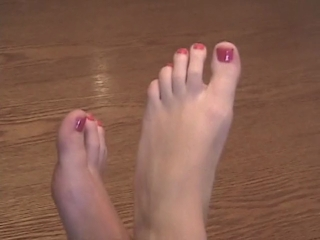 Lisa Has Sexy Feet And Painted Toenails