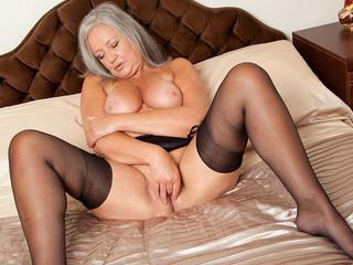 Granny Granny Grogne Son Trou Humide