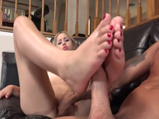 Flexible Goldie Got Her Toes Sucked During Hardcore Sex Action