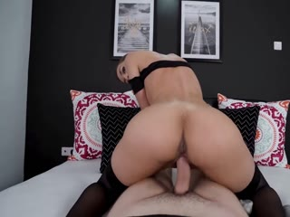 Luscious Lady Bouncing Rough On The Dick