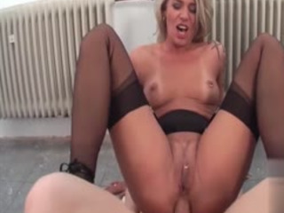 Pervert And Kinky Mature Woman Having Wild Sex With Construcion Worker
