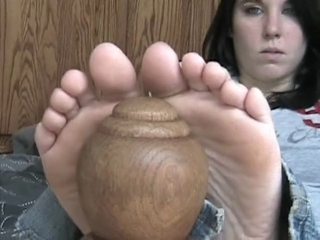 Rayden Is Having Fun With Her Sexy Feet