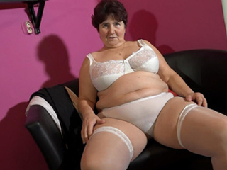 Mature BBW Granny Doing A Striptease