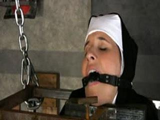 22 Anos De Idade Marina Recentemente Convertido Ao Catolicismo, Na Verdade, Ela Mostrou-Se Como Uma Freira.