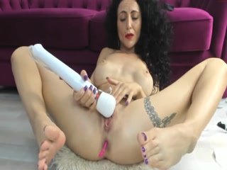 Curly Haired MILF Flaunts Her Sensitive Soles While Fucking Her Holes