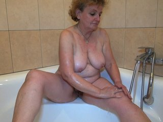 She Gets Wet In Shower