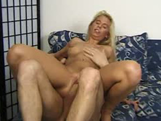 Dicking a horny MILF