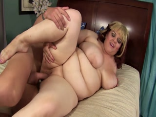 Huge Fat Babe Spreads Her Pussy Wide And Gets Cum On Her Tits