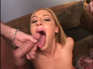 Eating up the creampie from that pussy