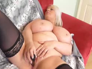 BBW Mature Blonde Sami Solo Masturbating