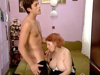 Busty Femme Âgée Mise En Bouche Un Dick