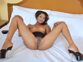 Belle Ebony Ados Gets Le D