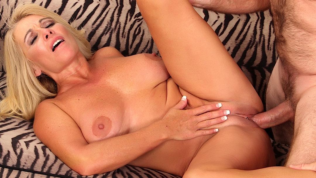 Nude blonde mature pics