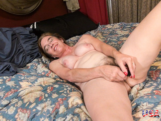 Older Mature Lady Pleasing Her Hairy Pussy With A Toy