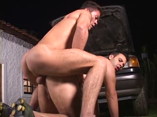 Horny mechanic fucked in his ass