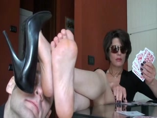 Fuckable MILF With Sunglasses Gets Her Mature Feet Sniffed While Playing Cards