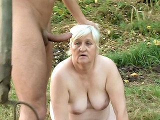 Chunky GILF Enjoys Outdoor Sex