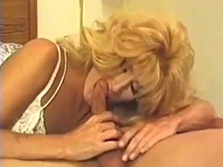 Blonde Travesti Cogida