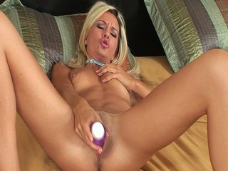 Heidi Brooks Fucks Herself With A Toy