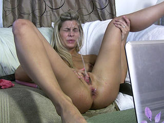 She Craves Her Own Squirt