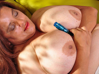 Horny Latin Lady Rosaly Masturbating Her Fats