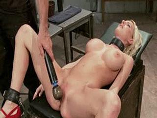 La Formación De Un Big Tit, La Estrella De La Pornografía Bleach Rubia, Día Uno