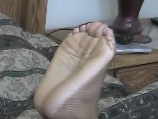 Jade Pronkt Met Haar Sexy Voeten