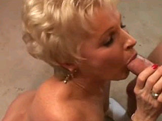 Perfect Body On This Sexy Mature Blond