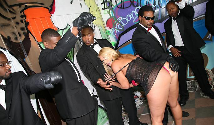 Monroe interracial porn pics mellanie