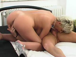 Doing a sexy preggo