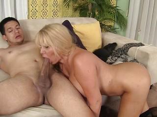Sexy Milf Heeft Een Dick Nodig