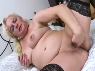 Seductive Chubby Mature Plays With Her Pussy