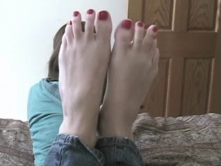 Kayleigh Shows Off Her Pedicured Feet