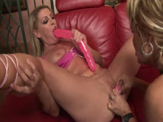 Chelsea Zinn And Kelly Leigh Fucking With Dildos