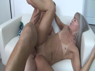 Sexy GILF Bouncing On The Dick Rough And Gets Jizz On Her Body