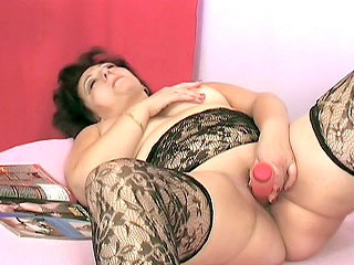 Chubby MILF Toying Her Pussy