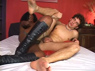Black tranny analing the horny dude