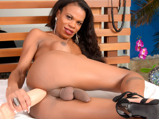 Ebony Shemale Lavinia Magalhaes Crams A Giant Dildo Up Her Asshole