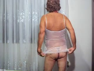 Crossdresser Maduro Camisolinha Branca