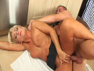 Mature Pussy Rammed In The Kichen