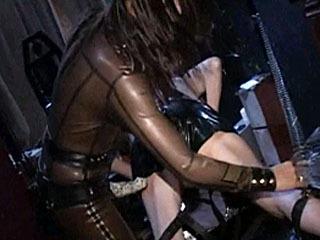 Сексуальная Хозяйка Связывает Ее Непослушный Раб Для Удовлетворения
