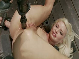 Device Bondage: Hete Blonde Anikka Albright's First Bondage Schieten Ever