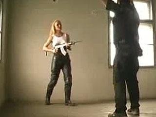 ACTIONGIRLS.DVD --- 2_Short Scène Leren Broek Meisje BallTaldom 18+.Avi